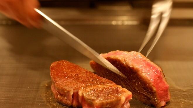 鉄板焼 かいか - 料理写真:熱伝導率の良い特注の30mmの鉄板、極上の火入れと手さばきでご用意する鉄板焼きの数々