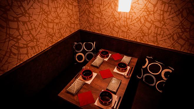 新橋 個室バル 鳥と魚と、時々ワイン - メイン写真:
