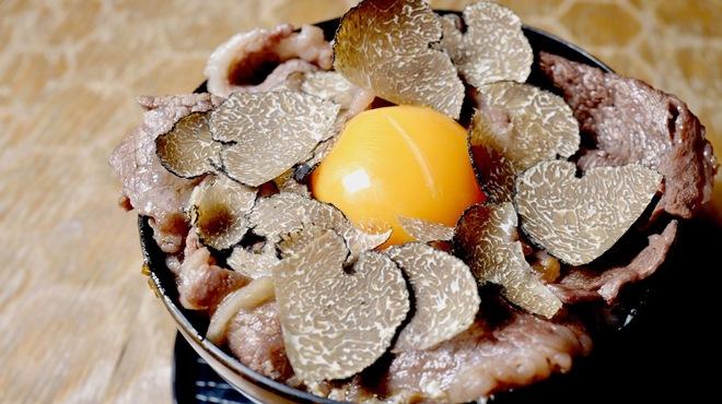 十番右京 - 料理写真:トリュフのせ知床牛のすき焼きご飯