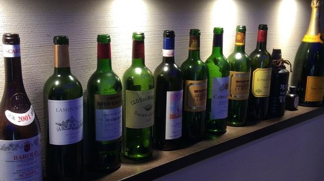 炫 - ドリンク写真:ソムリエ厳選ワインも充実。