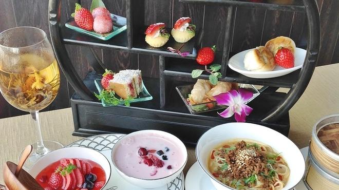 星期菜ヌードル&シノワ - 料理写真:いちごのハイティー