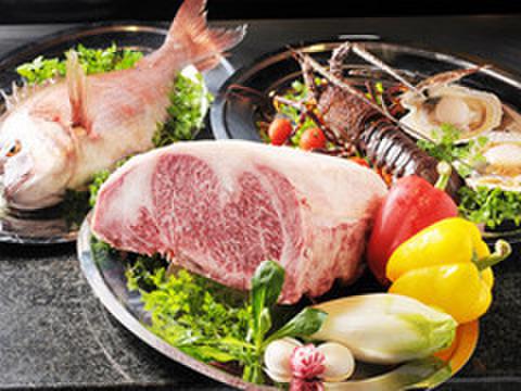 鉄板焼 集 - 料理写真:厳選された旬の食材を鉄板焼で存分に味わってください。