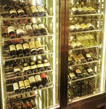 鉄板焼 集 - 料理写真:ワインは常時50種以上ご用意しております。