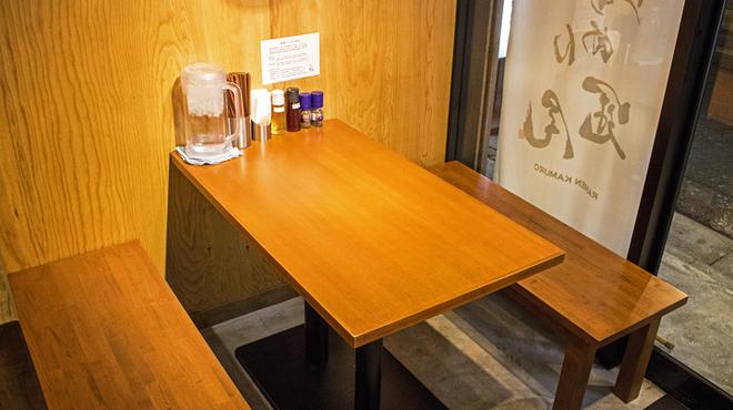 らぁめん冠尾 - 内観写真:お子様優先テーブル席