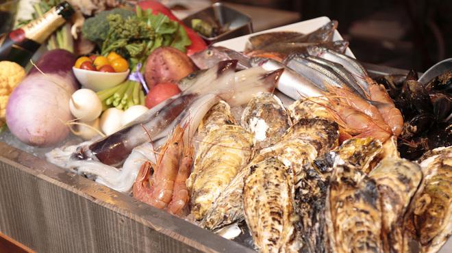 Azzurro520 - 料理写真:全国各地より毎日届く鮮魚介がお待ちしております
