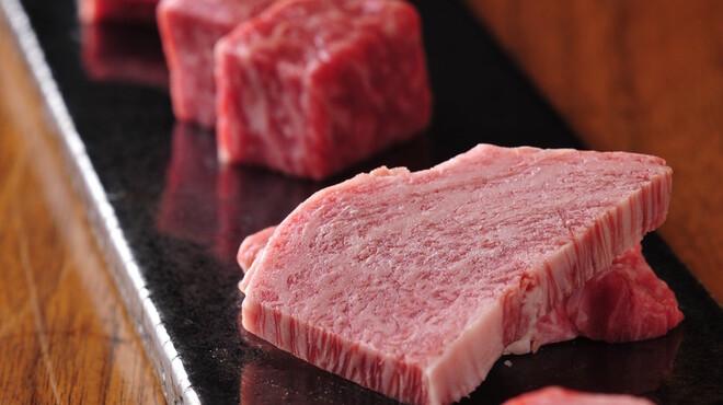 飛騨牛専門 華家 - 料理写真:色々な部位を少しずつ