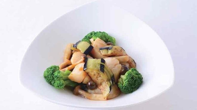 横浜大飯店 - 料理写真:帆立貝のオイスターソース炒め