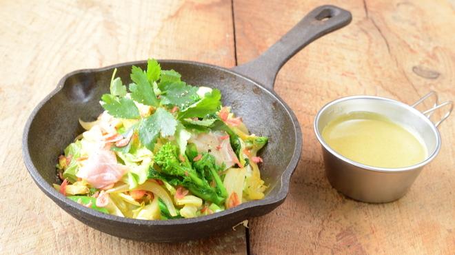 野菜を食べるカレーcamp - 料理写真:春キャベツと菜花のグリーンカレー