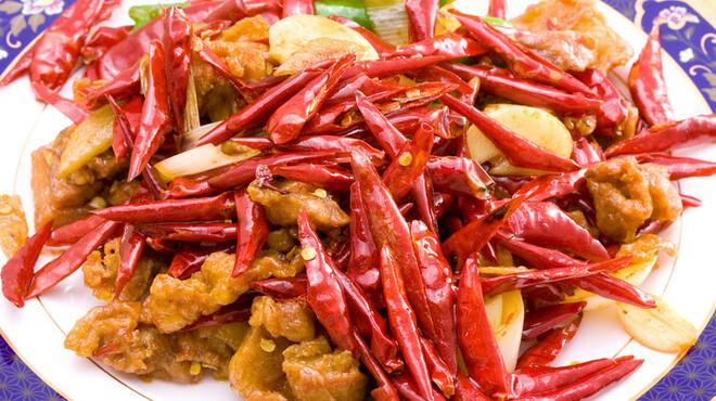 唐朝刀削麺 - 料理写真:鶏肉の唐辛子炒め。ピリ辛です!