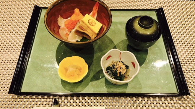 なごみ処 八咲 - 料理写真:海鮮丼