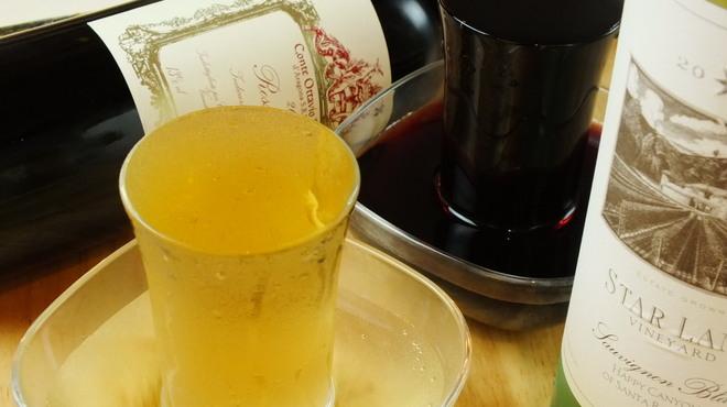魚ビストロ WAIGAYA - ドリンク写真:ワインもなみなみ♪名物こぼれワイン!