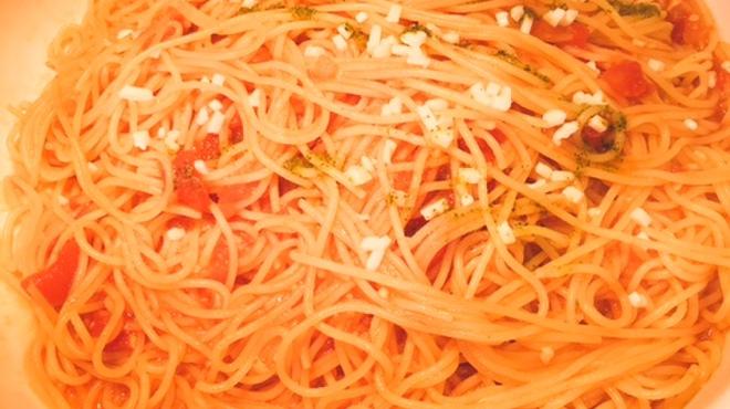 アトランティック - 料理写真:トマトとモッツァレラのパスタ。