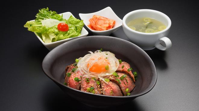 仙台牛一頭買い焼肉 明月苑 - 料理写真:仙台牛ローストビーフ丼ランチ1250円