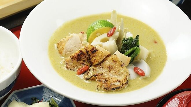 八かく庵 - 料理写真:炙り鶏と根菜のグリーンカレー
