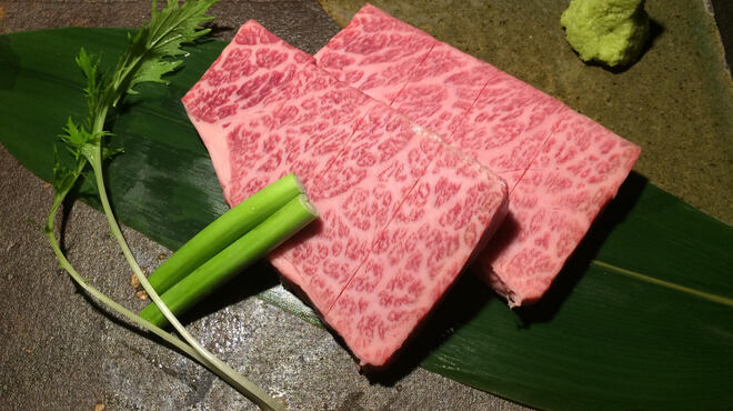 松阪牛炭火焼肉まる良 - 料理写真:松阪牛黄金ロース