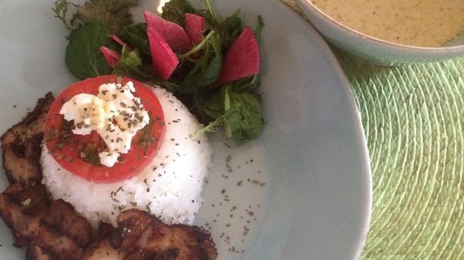 ピノ・グリ - 料理写真:エビとチキンの旨みがグッとくる くせになる一品