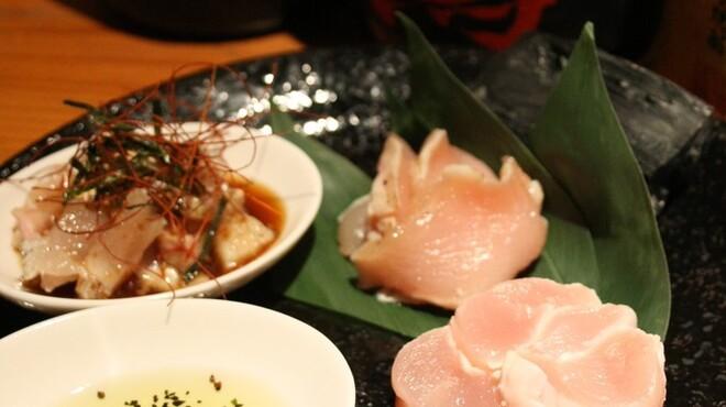 まるいち - 料理写真:生でも◎朝挽き新鮮地鶏