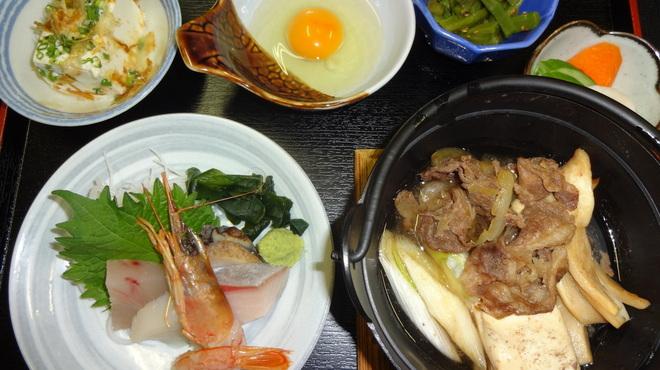 くつろぎや - 料理写真:牛すきお刺身定食
