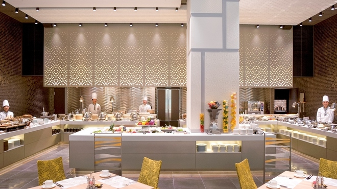 ベルテンポ - 料理写真:前菜からデザートまで約60種類のブッフェ料理をお楽しみください。