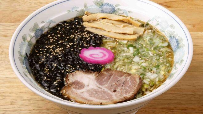 ラーメン 菅家 - 料理写真:看板メニューの岡本ラーメン。岩のりと鶏がらスープの絶妙なマッチング