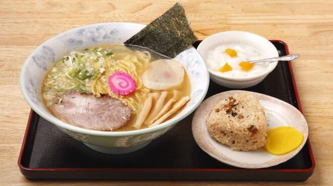 ラーメン 菅家 - 料理写真:菅家のランチセット☆+100円でチャーシューおにぎりと杏仁豆腐がつきます。※お昼の時間のみ
