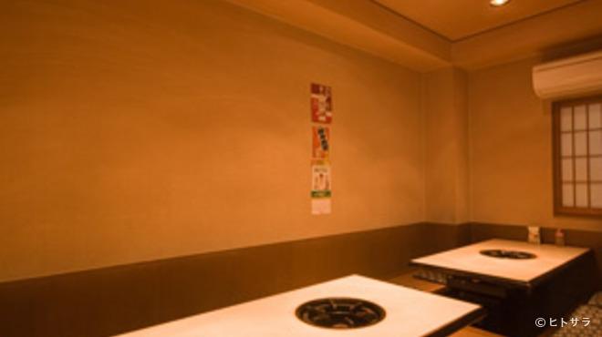 牛ちゃん - 内観写真:美味しい炊肉に焼肉が楽しめるお店