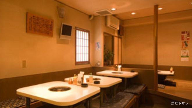 牛ちゃん - 内観写真:宴会最大33名! 炊き肉セットは2500円〜ございます