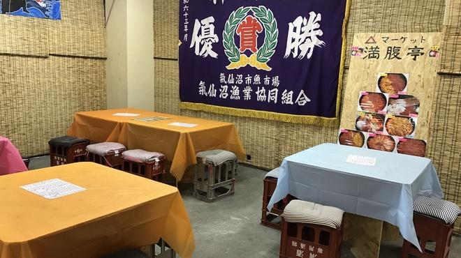 三角マーケット 満腹亭 - メイン写真:
