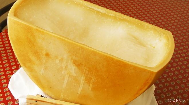 地中海食堂 タベタリーノ - 料理写真:パルマ産高級チーズ、パルミジャーノ