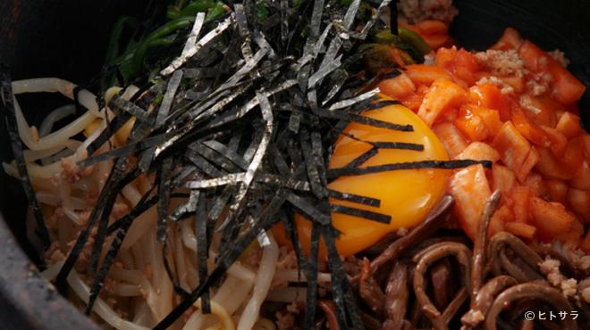焼肉 おもに - 料理写真:石焼ビビンバ 800円