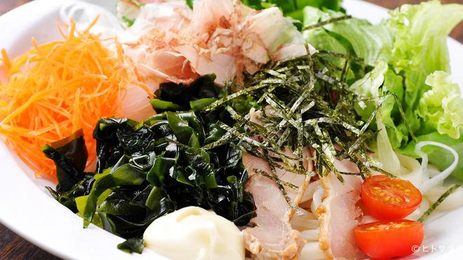 かま濃 - 料理写真:さっぱりヘルシーな一品『サラダうどん』