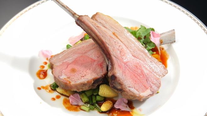 レガーロ - 料理写真:低温で丁寧に焼き上げた、「子羊のロースト」