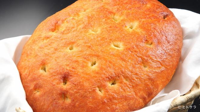 レガーロ - 料理写真:お店のオーブンで毎朝焼き上げる「フォカッチャ」