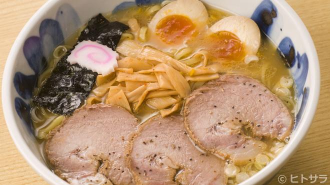 まるげん - 料理写真:魚介と豚骨のWスープに舌鼓『特・博多中華そば』