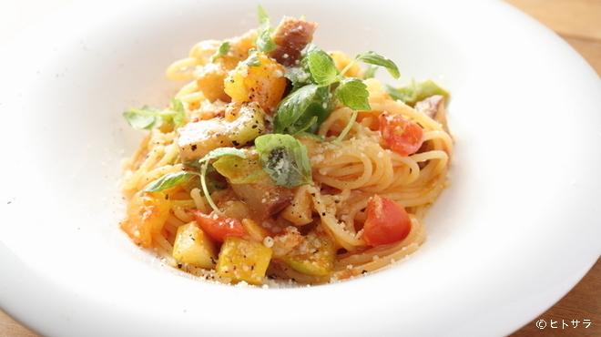 イオラシック - 料理写真:旬の野菜をふんだんに使用しつくりあげる『日替わりパスタ』