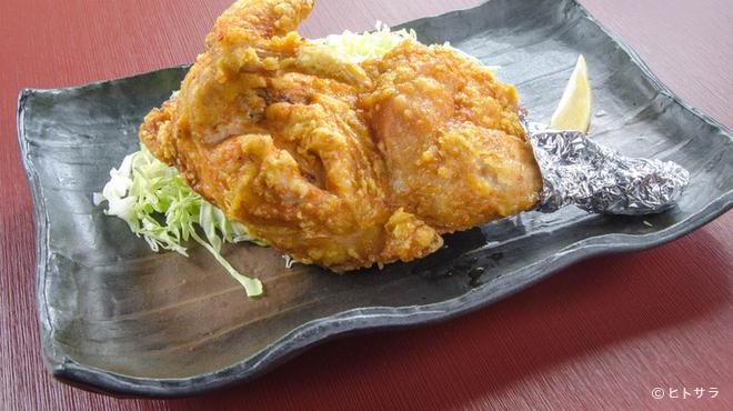とりい - 料理写真:スパイシーなカレー風味が食欲を刺激『半羽からあげ』