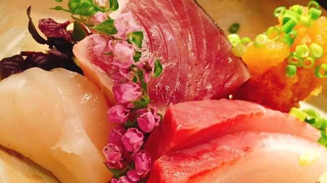 プラチナフィッシュ KAPPO  - 料理写真:旬の刺身3種盛り