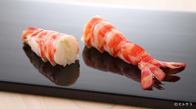 鮨 ます田 - 料理写真:【すきやばし 次郎】から引き継いだ築地の業者から食材を調達