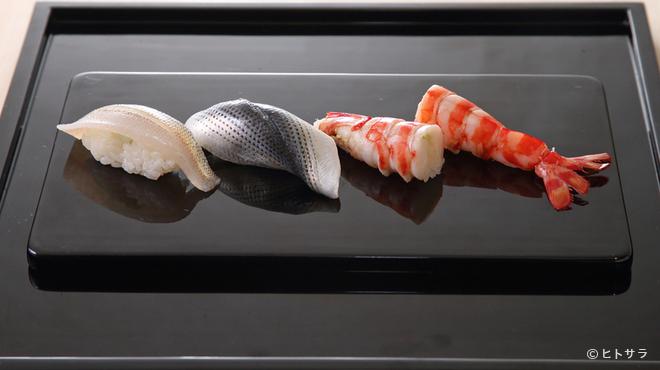 鮨 ます田 - 料理写真:小野二郎氏に「抜群の味付け」と評された職人の握りを楽しめる