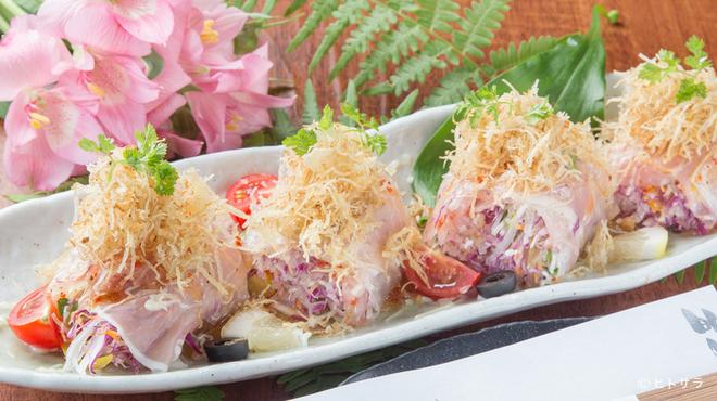 和創酒膳 零 - 料理写真:『生ハムとアボガドの生春巻トマトとガーリックのドレッシング』