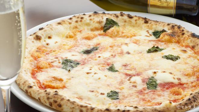 PRIMI - 料理写真:直径30cm。リーズナブルかつ本格派の『ピッツァマルゲリータ』