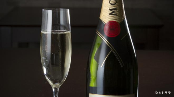 PRIMI - ドリンク写真:シャンパンもリーズナブル。イタリア産ワインをはじめ飲み放題も