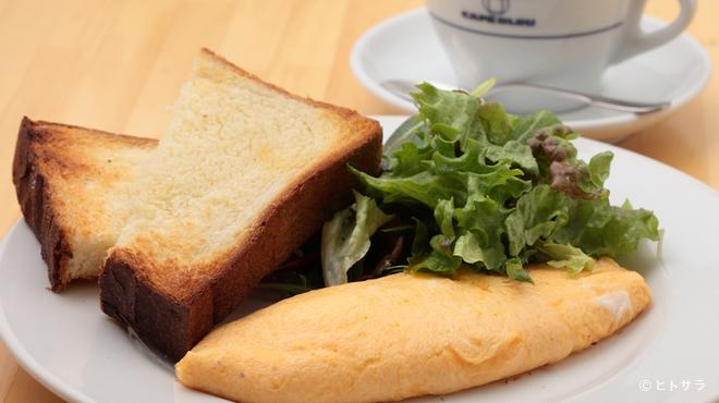 カフェ ブリュ - 料理写真:自家製パンと香り高いコーヒーの『トーストセット』