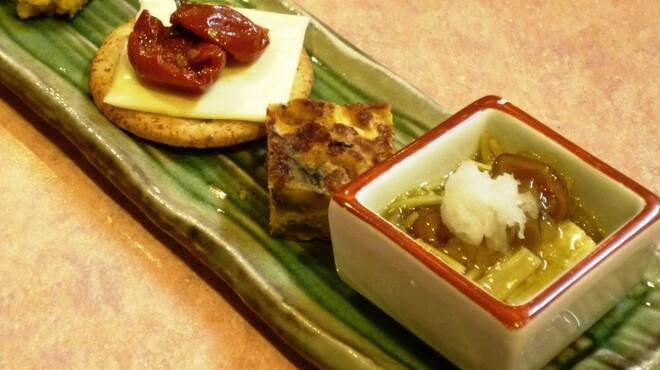 髭政 - 料理写真:当月の前菜 (おろしなめこ、高菜のキッシュ、セミドライチェリートマトのオイル漬け、パンプキンサラダ)