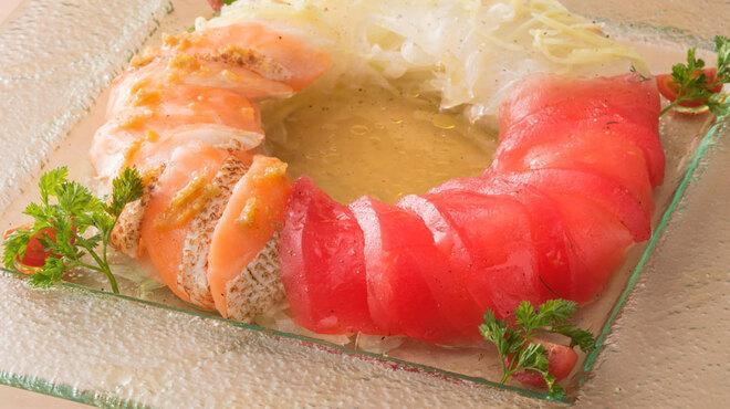 一瑳 - 料理写真:出汁が効いたお魚カルパッチョ3種盛り合わせ