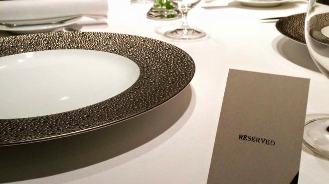 AKI NAGAO - 内観写真:広めのテーブルでゆったりと...