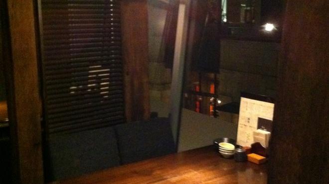 魚や 六蔵 - 内観写真:【半個室】2名様から6名様まで御利用可能な半個室。