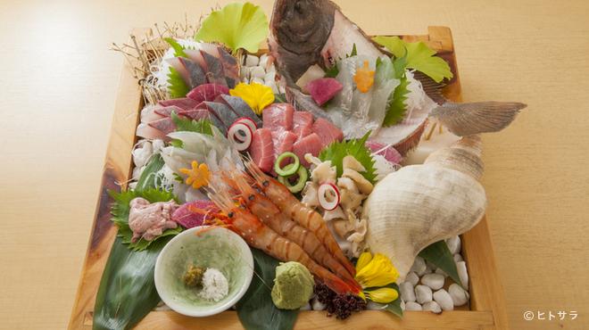 魚富 - 料理写真:毎朝オーナーが競り落とす厳選の魚でつくる『お造り盛り合わせ 3人前』