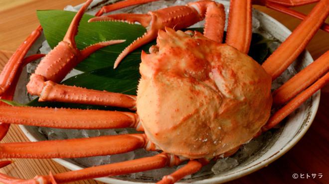 魚富 - 料理写真:『紅ズワイガニ炭焼き』は目の前で焼き上げる楽しさがあります