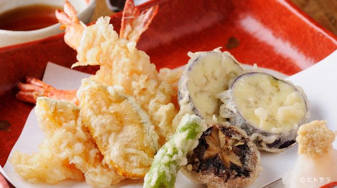和今洋菜 あん - 料理写真:旬の素材をサクッと揚げた『天ぷらの盛り合わせ』